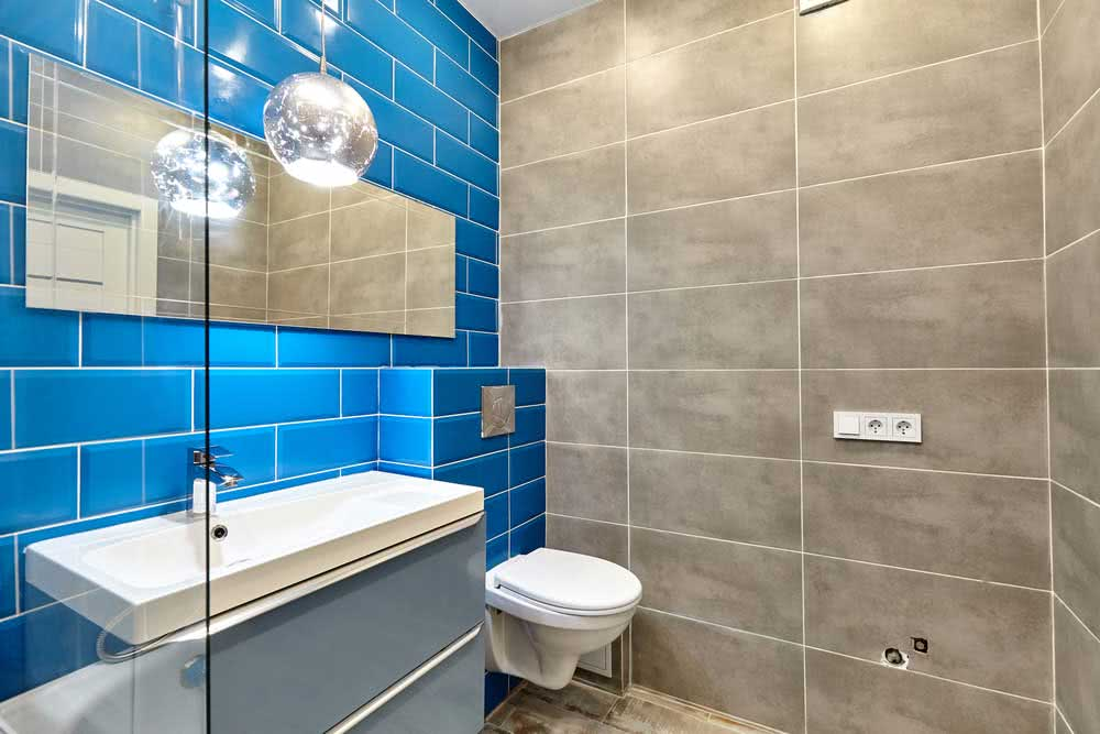 Windowless bathroom: tips and solutions