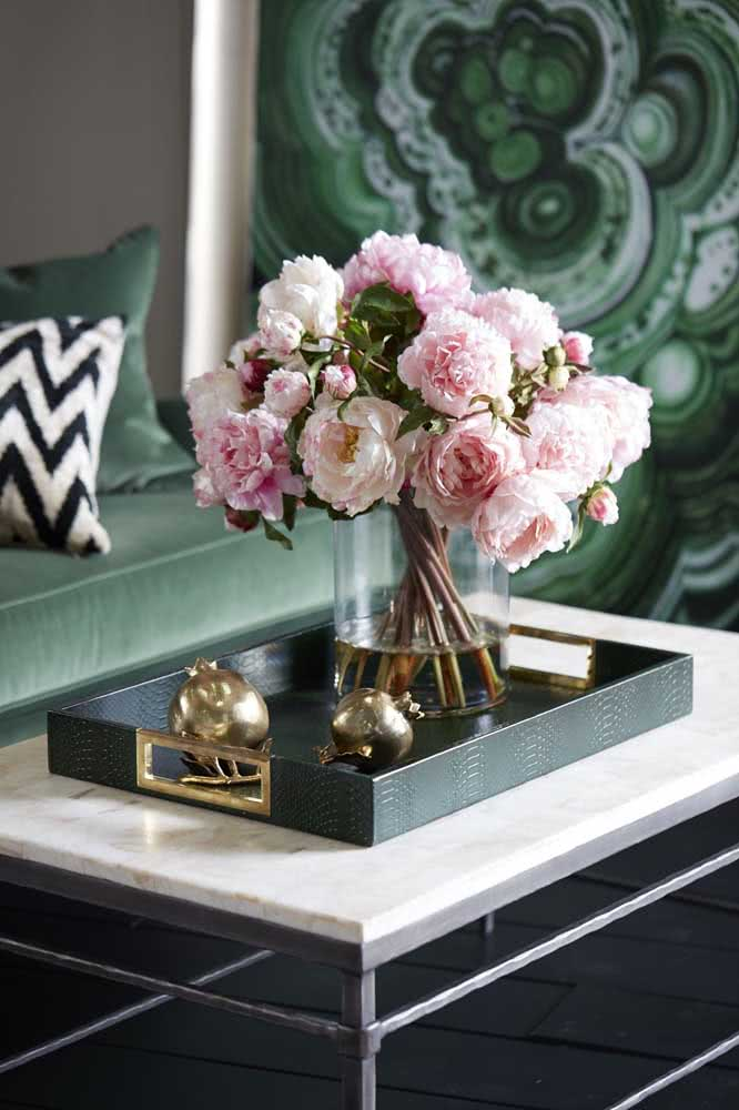 An arrangement of peonies full of class and elegance to adorn the coffee table in the room