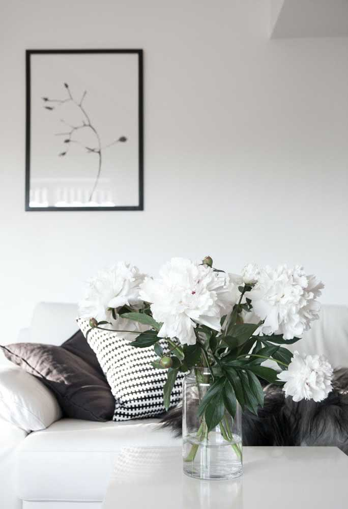 White peonies to complete the modern and minimalist decor