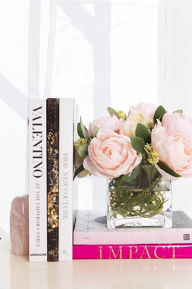 Elegance and femininity in the mini arrangement of pink peonies