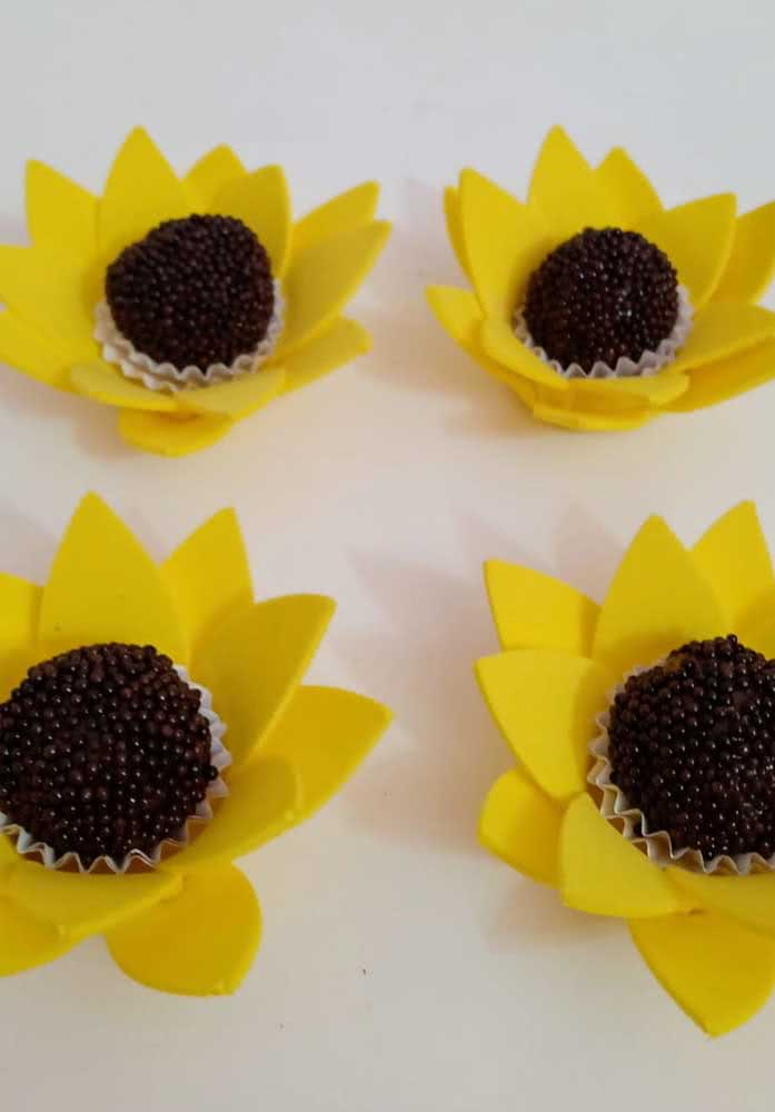 And what do you think of this idea of serving sweets inside the sunflower flowers?  Beautiful!