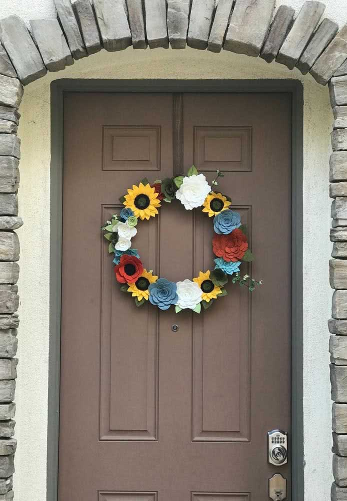 This other garland, more colorful, brings the yellow of the sunflower as a highlight