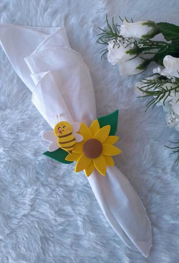 Napkin holder made with EVA sunflower flower and a very cute little bee to complement