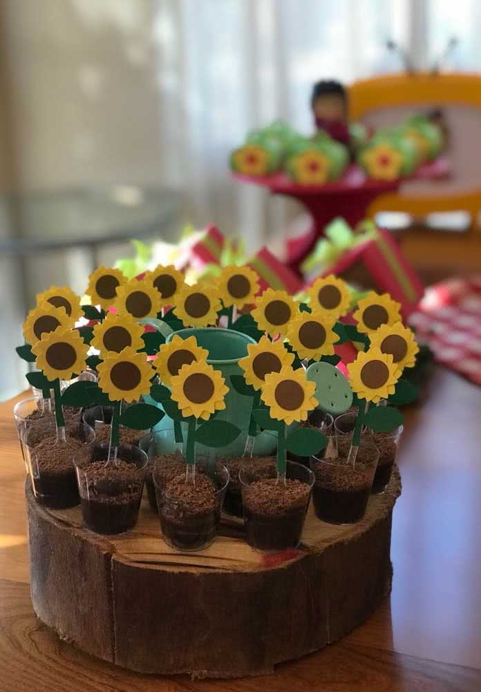 How about serving brigadeiros decorated with sunflowers?