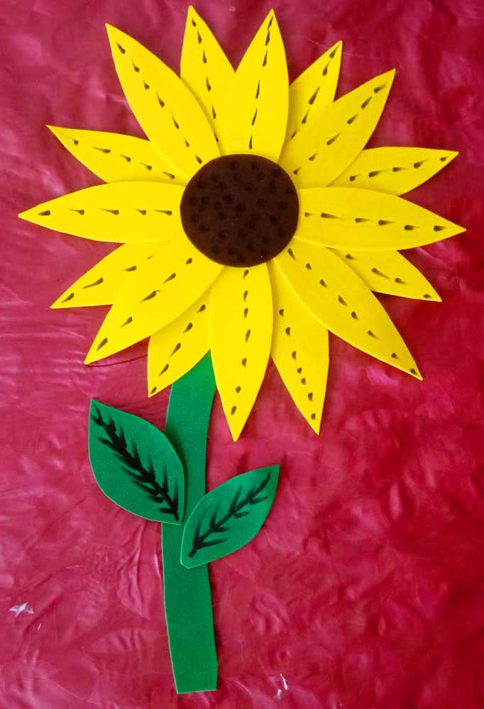 EVA sunflower is a simple craft that you can even make with the children of the house