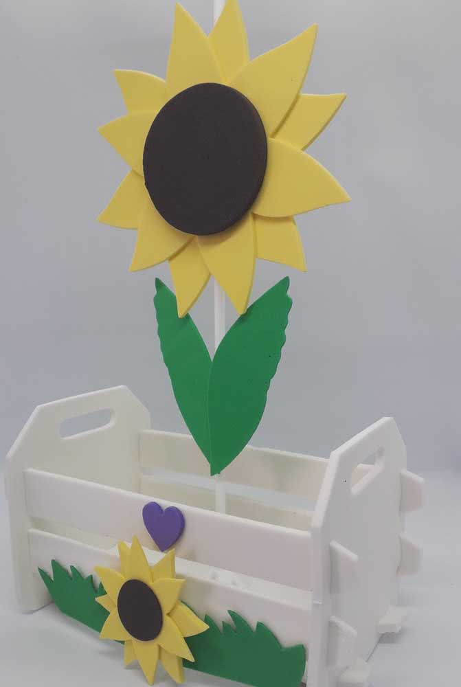 MDF box decorated with EVA sunflower.  A good tip to give as a gift