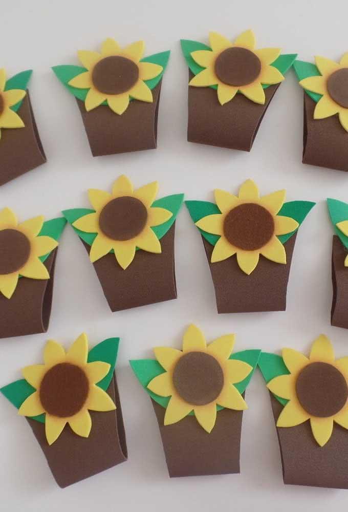 EVA sunflower souvenirs: simple and economical option