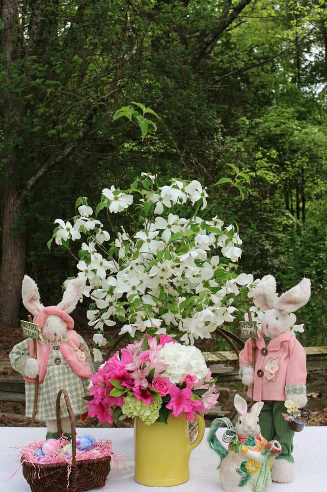 What do you think of an arrangement of astromelia for Easter decoration?