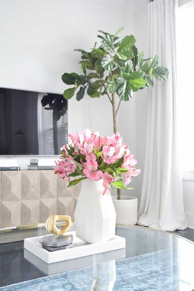 Pink astromelia to decorate the coffee table.  An inspiration that always works