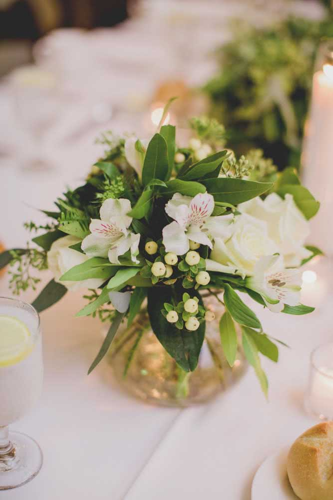 Simple and delicate arrangement of Astromelia, but that does not lose anything in elegance and sophistication