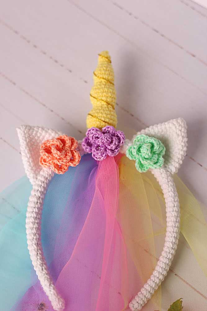 To complete the unicorn headband, some strips of colored tulle