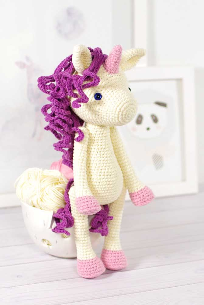 Look at the hairdresser of this beautiful unicorn!