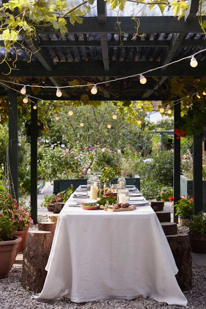 Rustic wedding decorated with lamps