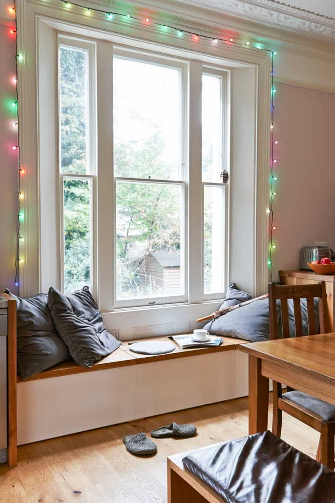 Clothesline with colored lamps to brighten the house