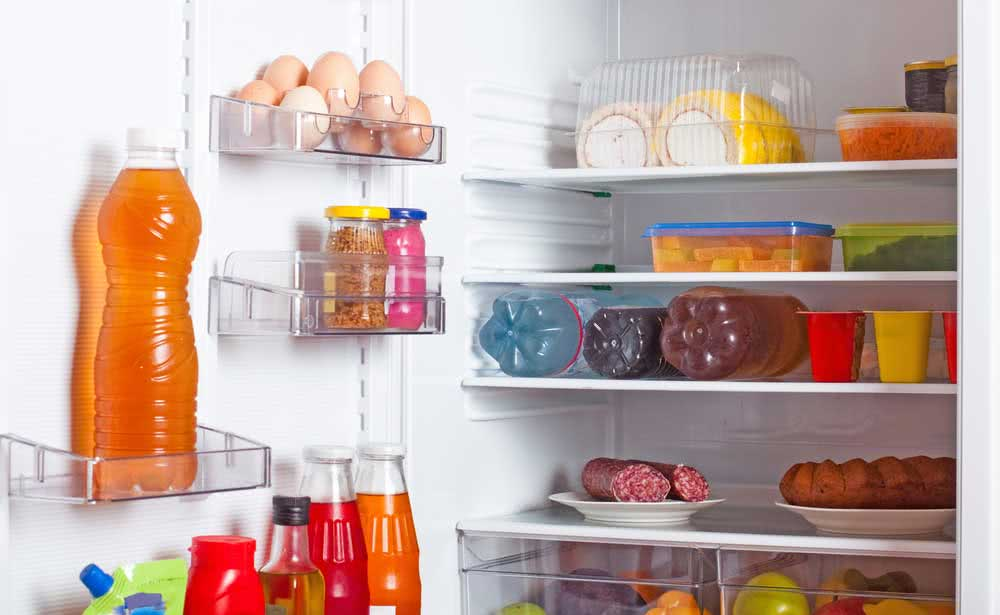 Refrigerator leaking water: tips to help solve the problem